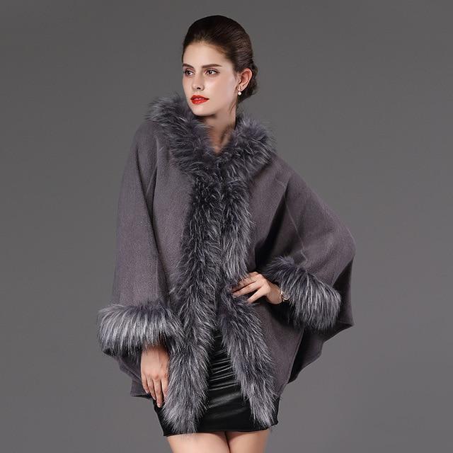 593afa4c0 Alta Qualidade Outono Inverno Poncho Capa de Lã casaco De Pele Falso Quente  Longo de Malha
