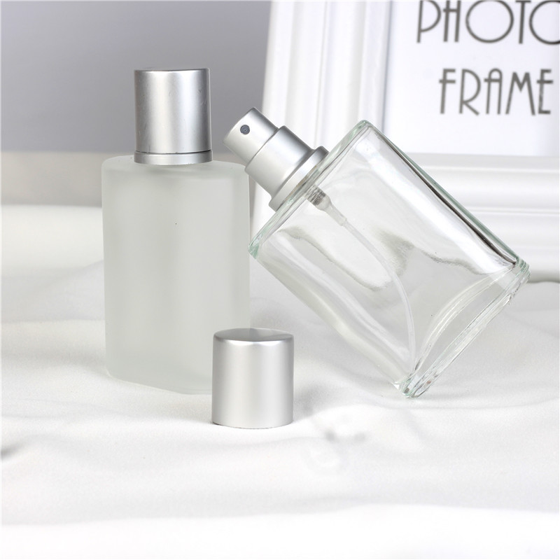Hot Sale 1 Piece 30ML Fashion Portable Frosting Glass Parfymflaska Med Aluminium Atomizer Tom Kosmetisk Container För Resande