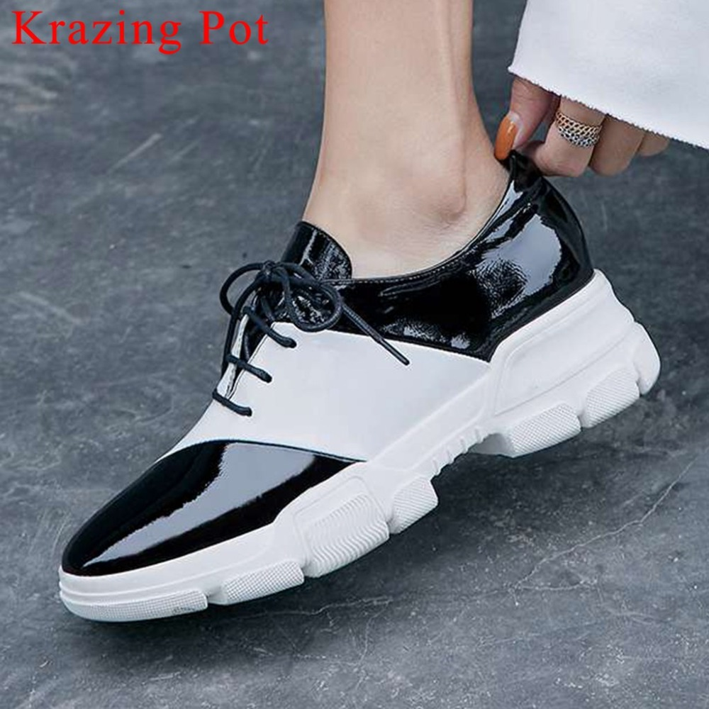 2019 mixed colors new cow patent leather lace up med bottom balck and white sneakers simple