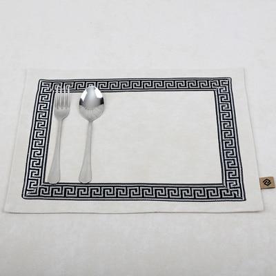 Лоскутный с вышивкой кружевное китайские столовые приборы стол колодки Статуэтка винтажный Европейский стиль бархатная ткань Настольный коврик - Цвет: Слоновая кость