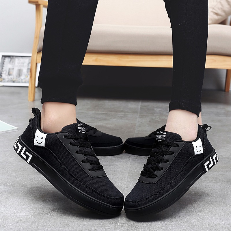 Women Vulcanized Lace-up Sneakers  3