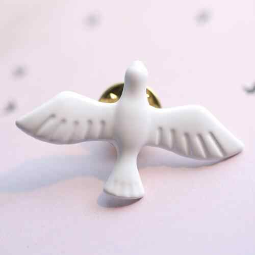 2018 Hot New Korean Fashion Metal Art White Dove Peace Dove Brooch Corsage Collar Pin Badge For Women&Men Jewelry