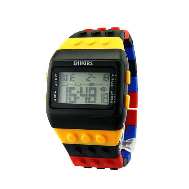 Reloj Digital Colorido con Diseño de Bloques