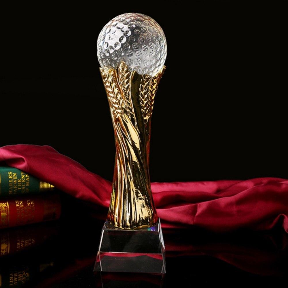 Décoration personnalisée de la coupe du trophée avec peinture dorée. Bon pour la décoration à la maison
