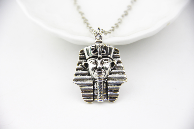 The Curse Of King Tuts Tomb Torrent: Egyptian Head Necklace