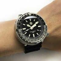 マグロ SBDC035 ファッション腕時計光線力学エネルギークォーツメンズ腕時計ステンレススチールダイビング腕時計 300mWater 防水ソーラー腕時計