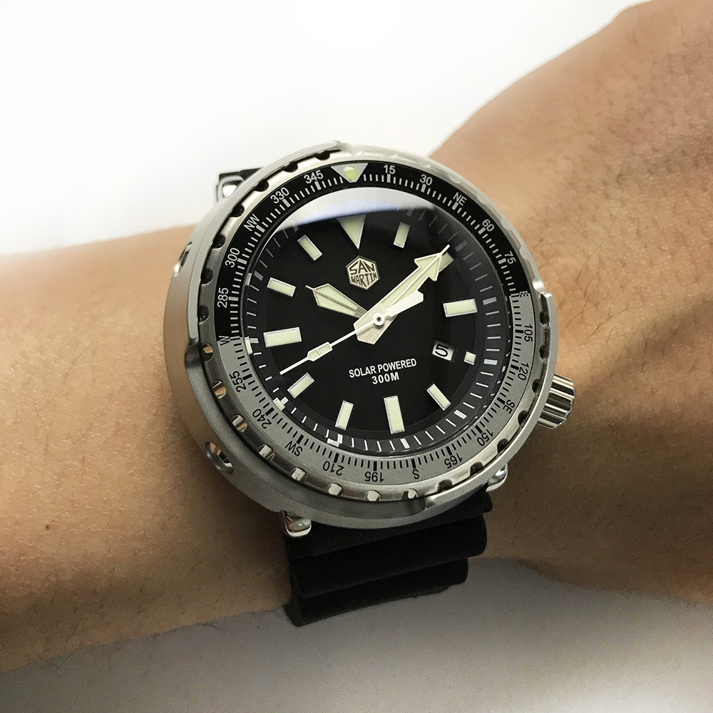 Tuna SBDC035 Fashion Watch Photodynamic Energy Quartz Men Watch StainlessSteel Diving Watch 300mWater Resistant Solar Wristwatch