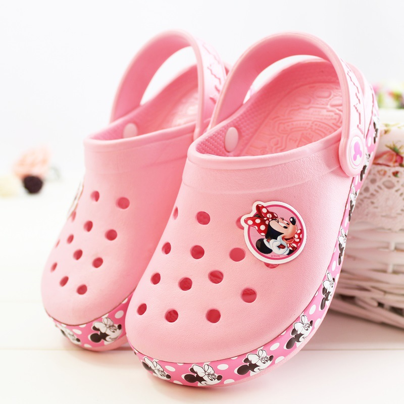 2019 New Disney Children's Hole Shoes Light Summer Beach Shoes Mickey Minnie Sandals Outdoor Baotou Princess Slippers