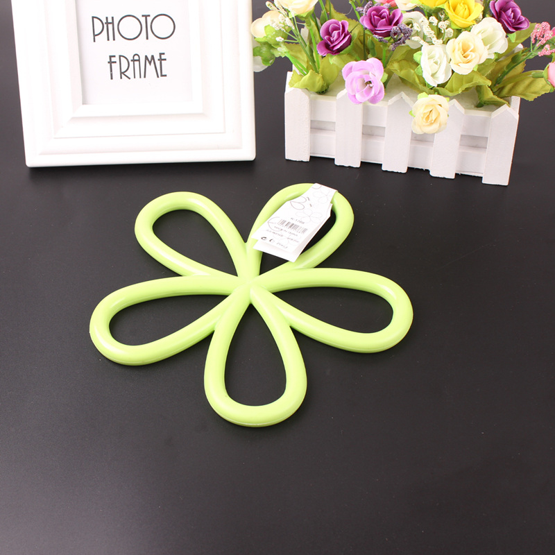Cute coasters Plum Flower Shape Heat Insulation Cup Table Mat Pot Pad Adiabatic Cup Bowl Dish Table Potholder coasters 2017