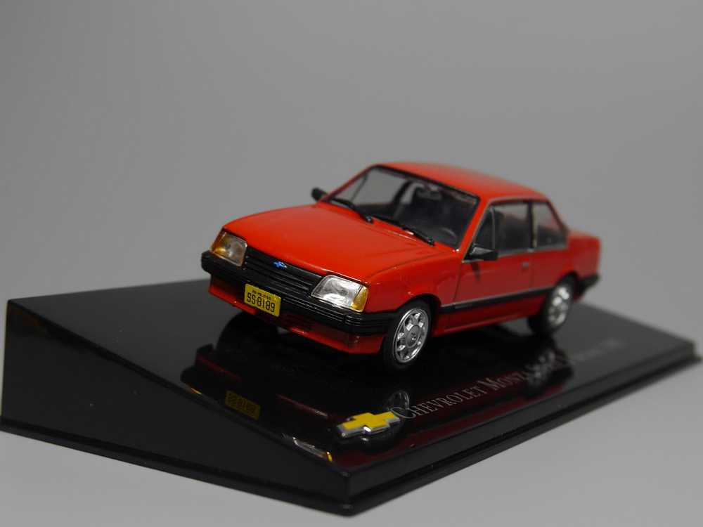 Auto Inn - ixo 1:43 Chevrolet Monza Serie I Sedan 1985 Diecast model car