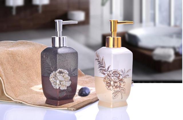 Retro badkamer accessoires hars zeepdispenser in retro badkamer