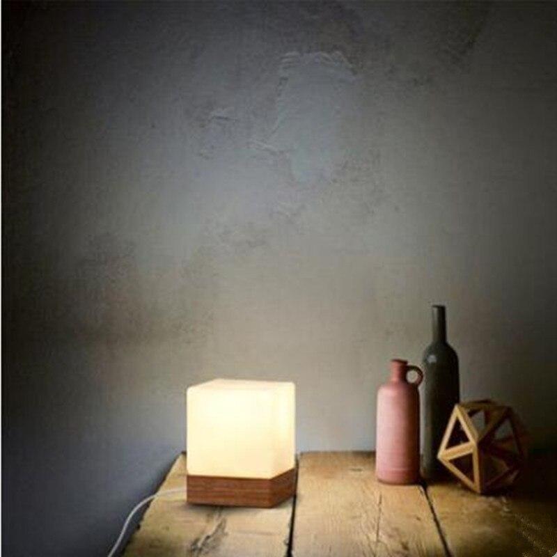 Moderne tisch lampe holz basis und weiß platz glas lampe schatten ...