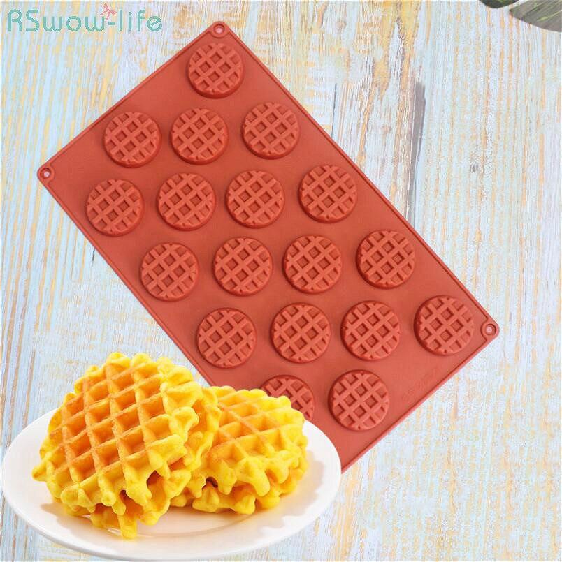 Ev ve Bahçe'ten Waffle Kalıpları'de 18 ızgara Kafes Waffle Silika Jel Kalıp Kek Dekorasyon Çikolata Gofretler Şeker Torna Kalıp Bakeware Gözleme Waffle makinesi title=
