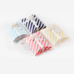 50pcs/lot New Colorful Pillow Box Ribbon Bow Present Pouch Kraft Paper box Wedding Favors Gift Boxes Wedding Party Supply