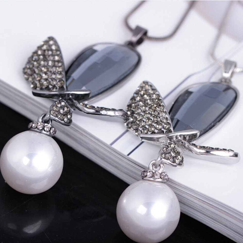 Charm Jewelry Hot Selling Bow Imitation Pearl Necklace Pendant Long Design Necklace Sweater Chain Woman Jewelry Accessories