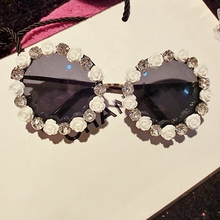 BOUTIQUE Flower Round Rhinestone Sunglasses women Designer Summer Flower Style Women For Beach Vacation Party Ladies sunglasses