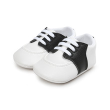 все цены на 2017 New Design Multiple Colour Striped PU Leather Lace-up Soft Sole Newborn Baby Shoes Wholesale онлайн