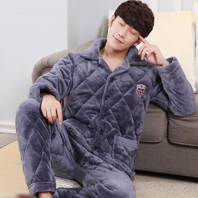 Pijama de terciopelo de coral de invierno de los hombres de algodón carpeta de tres engrosamiento capa de terciopelo yardas grandes de terciopelo de coral de servicio a domicilio hombres