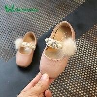 Claladoudou 11.5-13.5 CM sapatos Rosa Princesa Sapatos de Bebê Sapatos De Couro Genuíno Fluff Bola Pérola Bege Macio Criança Meninas Vestir sapato T52
