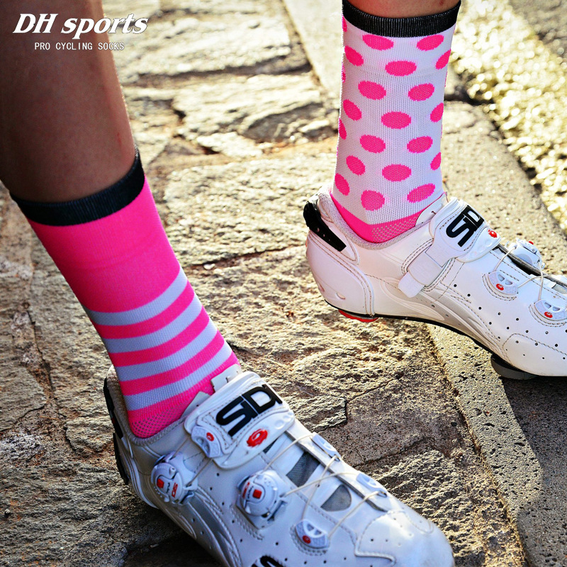 DH SPORTS New Professional Cycling Socks Protect Feet Breathable Wicking Sock Outdoor Road Bike Nylon Socks Bicycle Accessories