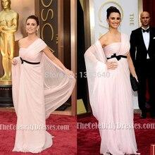 Sexy Einzigartige Mantel Celebrity Kleider Inspiriert durch Penelope Cruz Schulter Geraffte Mieder Abendkleid Red Carpet Abschlussball-kleider