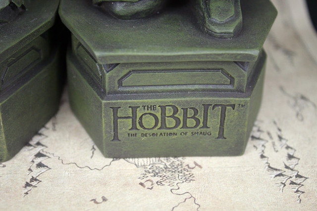 2pcs/set The Hobbit 2: The Desolation of Smaug Lonely Mountain Bookends