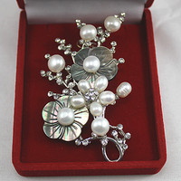 Wholesale Refined And Elegant White Natural Freshwater Pearl Flower Brooch