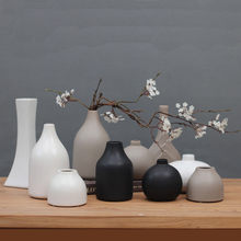 Classic black / white ceramic vase Tabletop small Chinese arts and crafts porcelain flower creative gift home decor