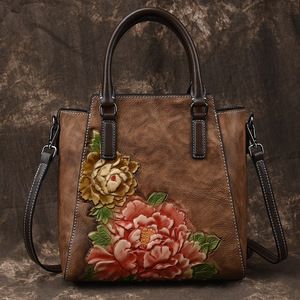 Image 2 - Johnature Casual Tote 2020 ใหม่ของแท้หนังกระเป๋าถือลายนูนVintageกระเป๋าสตรีขนาดใหญ่ความจุดอกไม้ไหล่กระเป๋าCrossbody