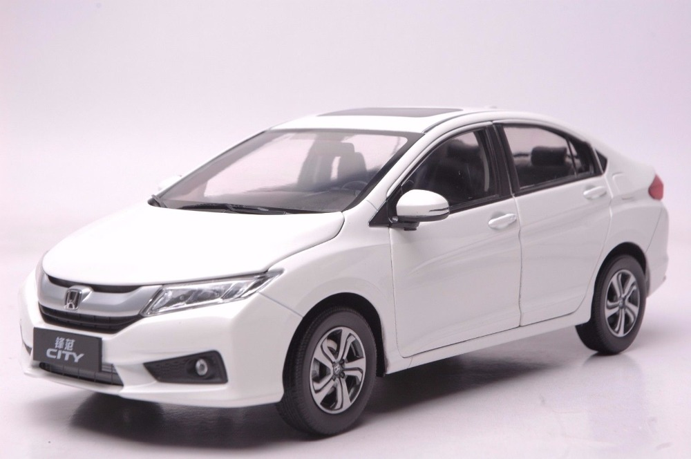 1:18 Diecast Model for Honda City 2015 White Sedan Alloy Toy Car Miniature Collection Gifts Jazz Fit 1 18 diecast model for honda crider 2016 white sedan alloy toy car miniature collection gifts crv cr v