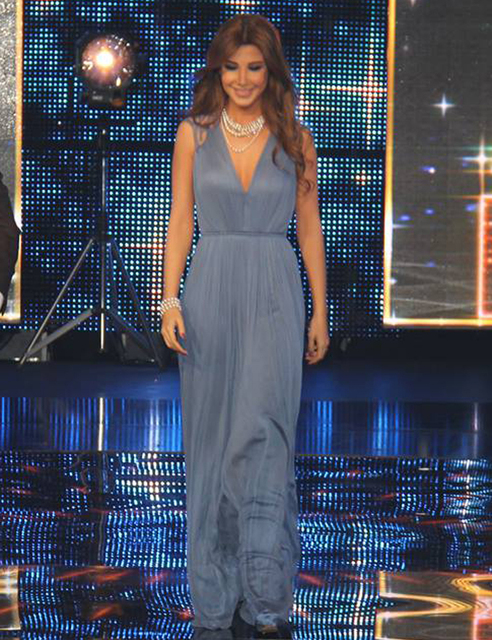 Illusion espalda de encaje azul marino Nancy Ajram Celebrity Dresses v-cuello 2016 nueva red carpet vestidos A-line largo robe de soirée