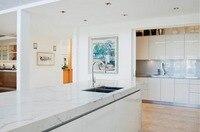 2017 Современная Глянцевая белая лакированные кухонные шкафы с отдельностоящий шкаф по индивидуальному заказу кухонной мебели L1606036