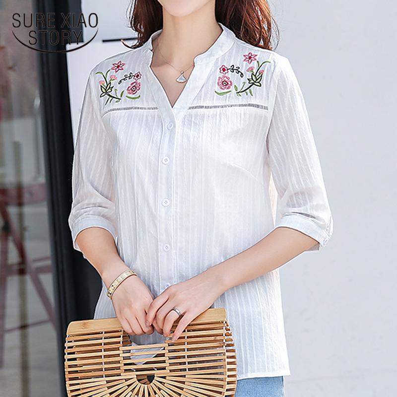 New 2018 Summer Elegant Lady Sweet Hollow Embroidery Women   Blouses     Shirt   White Half Sleeve V-neck   Shirts   Tops Blusas D873 30