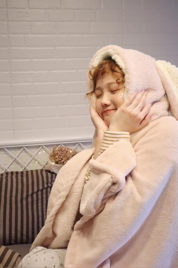Cute Pink Comfy Blanket Sweatshirt Winter Warm Adults and Children Rabbit Ear Hooded Fleece Blanket Sleepwear Huge Bed Blankets 54