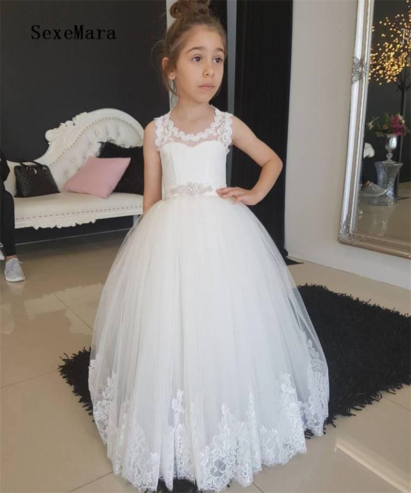 Vintage Tulle Flower Girl Dress with Lace Appliques Keyhole Back Beading Lace Up Holy First Communion Gowns Custom Made VestidosVintage Tulle Flower Girl Dress with Lace Appliques Keyhole Back Beading Lace Up Holy First Communion Gowns Custom Made Vestidos