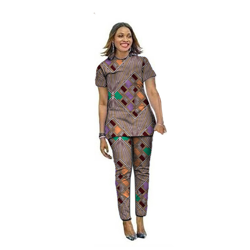 Les femmes africaines à la mode imprimées en tête avec des pantalons longs définit les modèles de mode d'Ankara pour dames tenues à la main des vêtements africains