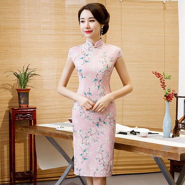7ca93ed5c Botão Mulheres Qipao chinês Clássico Artesanal Rosa Elegante Magro Verão  Vestido de Noite Tamanho Grande Senhora Retro Cheongsam M 3XL