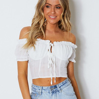 Off the shoulder Ruffled Translucent Short Section Navel Short sleeved Lace up Top White Crop Gothic Sexy Top Vacation 50j489