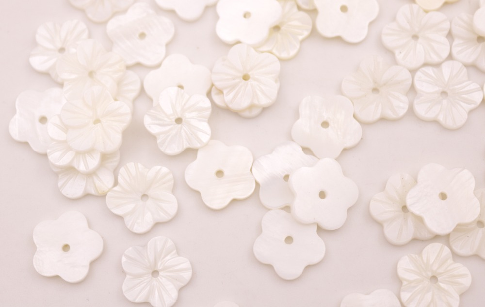 Купить с кэшбэком Lots 50 PCS 12mm Flower Shell Carve Natural White Mother of Pearl Loose Beads