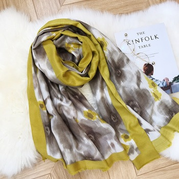 2018 New Winter Ombre Floral Pattern Cashmere Scarves Shawls Women Flower Print Fringe Hijab Muffler Wholesale 10pcs/lot