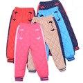 Nueva prueba de viento del Invierno niños pantalones de terciopelo de algodón caliente abajo pantalones Del Bebé Niño niña moda Casual Espesar pantalones Ropa de Niños
