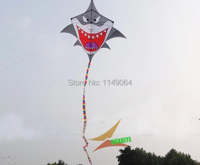 Envío de la alta calidad 2 m azul kite tiburón with10m colas mango línea de tela de nylon ripstop cometa weifang fábrica hcxkite juguetes