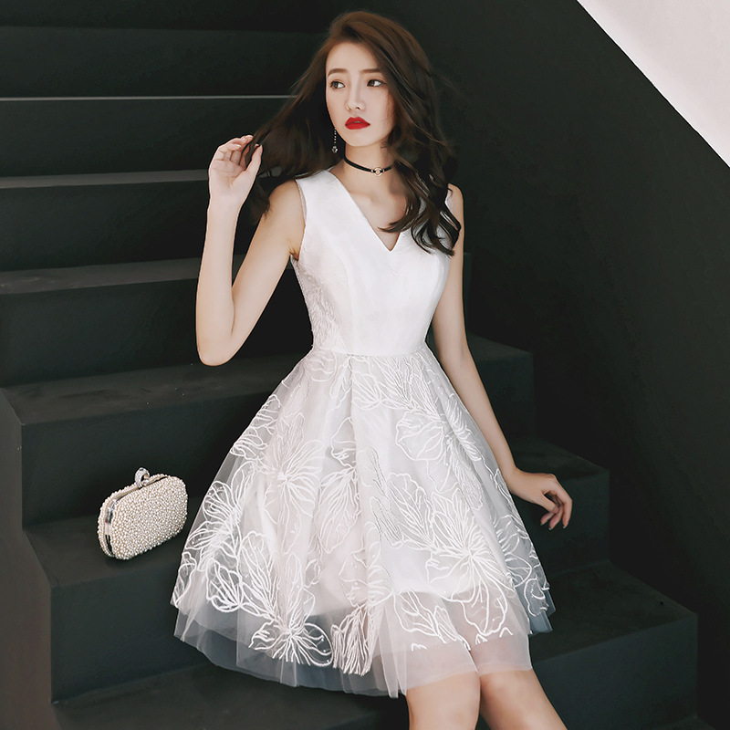 Sleeveless Sexy Evening Dress 2020 New Arrival White A Line Prom Gown Robe Soiree V Neck Short Elegant Formal Party Dresses