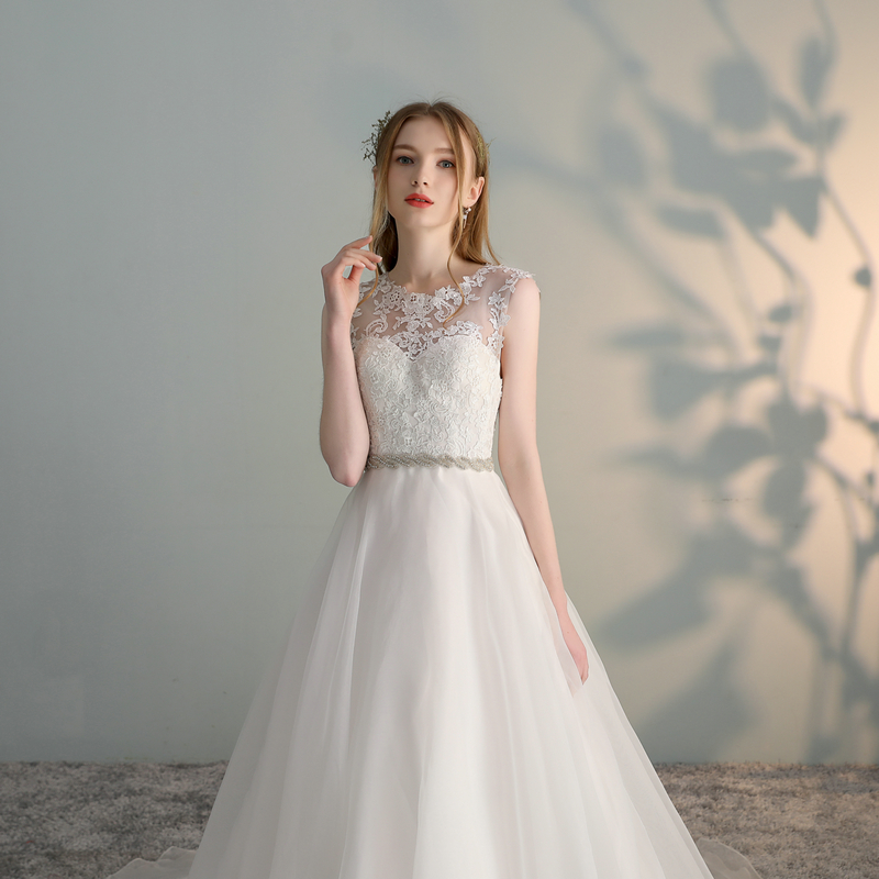 Elegant O-neck Organza Appliques Ball Gown Wedding Dress