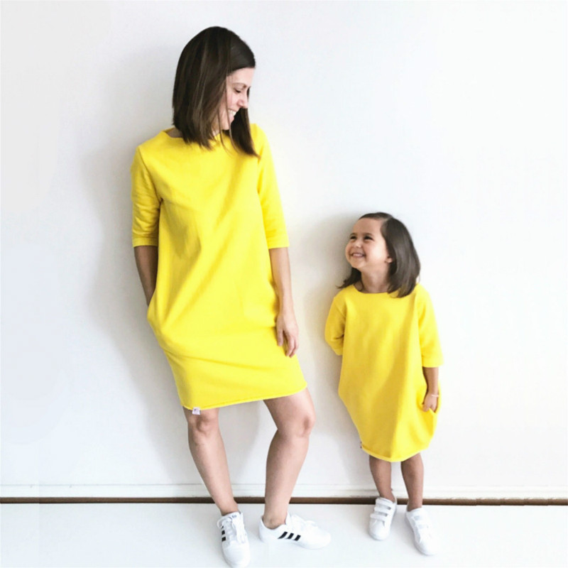 2017 Autumn Mother And Daughter Dress Half Sleeve Solid Yellow Warm Women Kids Girls Party Dresses Family Matching Clothing