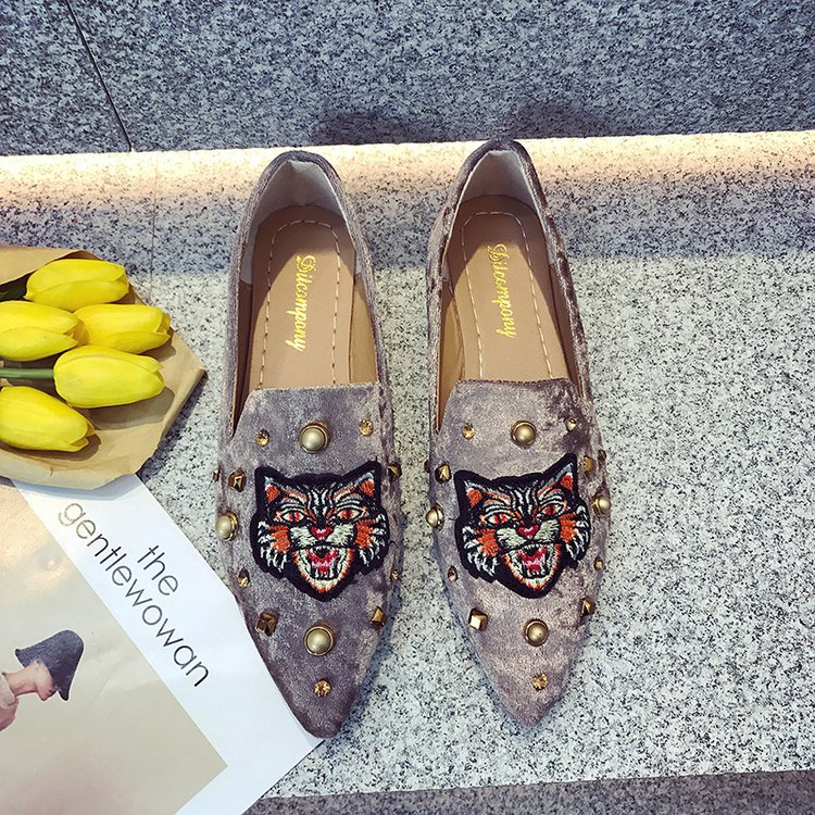 2018 spring summer women Flat shoes suede embroidered animal shoes woman slip on point toe loafers rivets fashion ladies Shoes 6