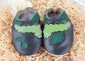 2016 100% camada cabeça da vaca sapatos de crianças lagarta sapatos pretos criança sapatos de bebê sapatos de bebê de couro macio corpo a corpo