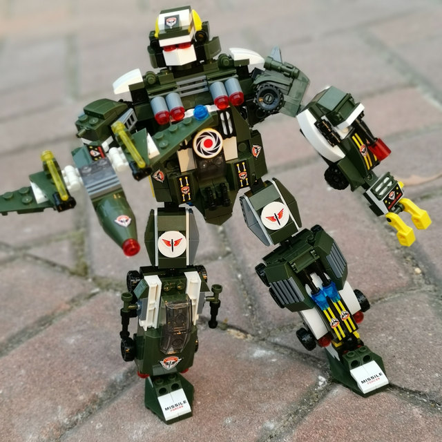WANMUXING 6-in-1 Boys Intellectual Transformer Robot With Figures Military Battle Police Diamond Three Modeling