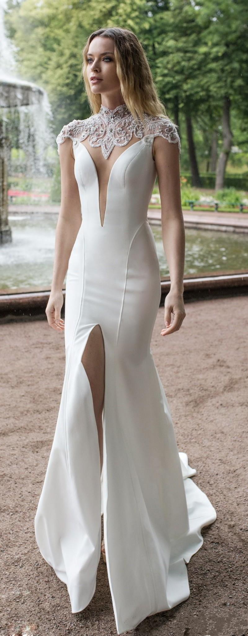 Sweep Train Wedding Dress Plus size (2)