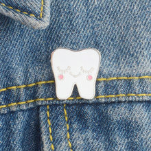 White Cartoon Smile Teeth Enamel Brooches Pin for Nurse Dentist Hospital Lapel Pin Hat/bag Pins Denim Shirt Women Brooch Jewelry(China)